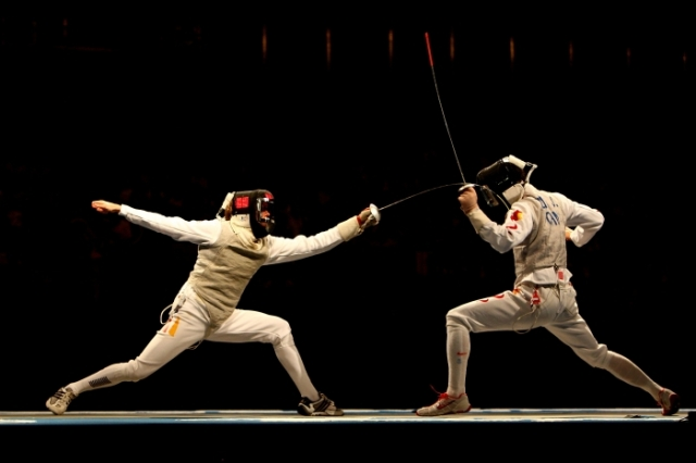 fencing-men-s-individual-foil-semi-final-beijing-2008-55268